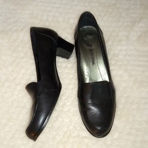 St Johns Bay Leather Pumps